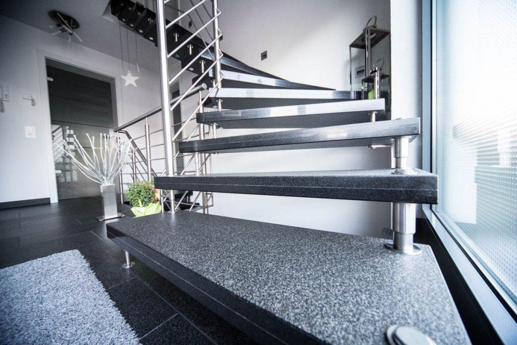 treppen fehrer natursteine gmbh grabmale treppen natursteine grabmale treppen bodenbel ge. Black Bedroom Furniture Sets. Home Design Ideas